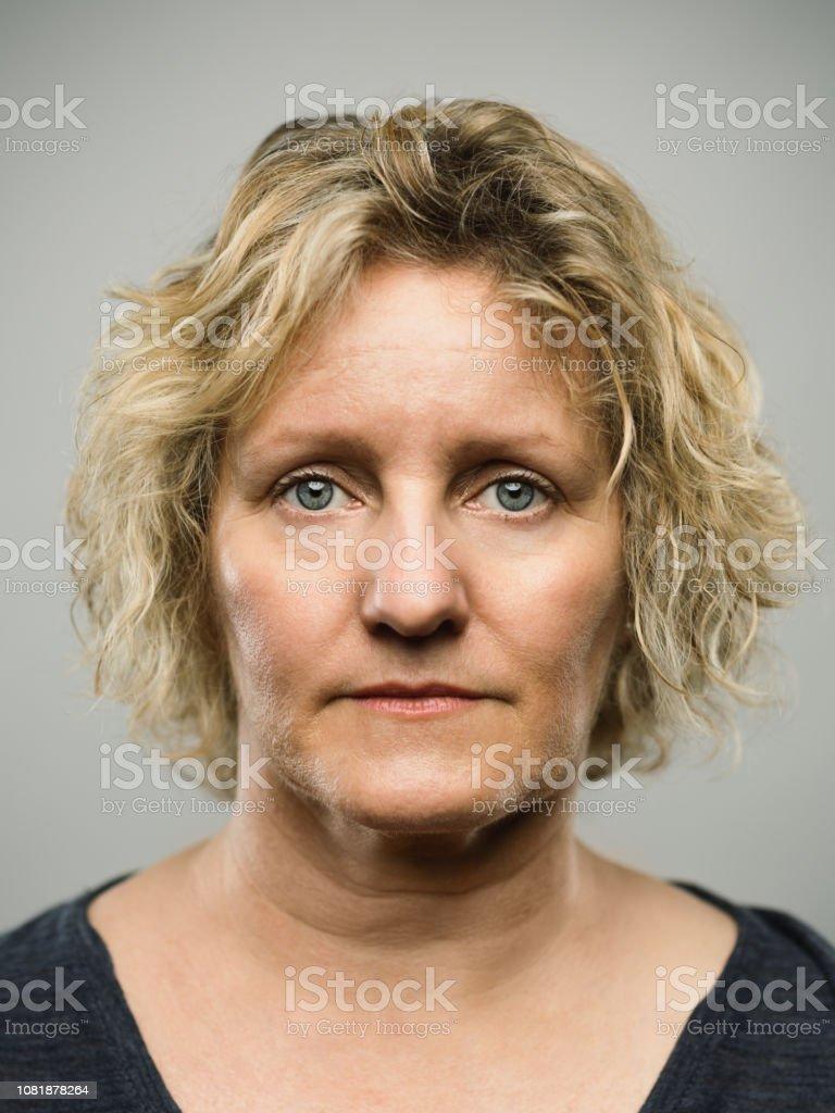Boş ifade ile gerçek Kafkas yetişkin kadın - Royalty-free 40-49 Yaş Arası Stok görsel