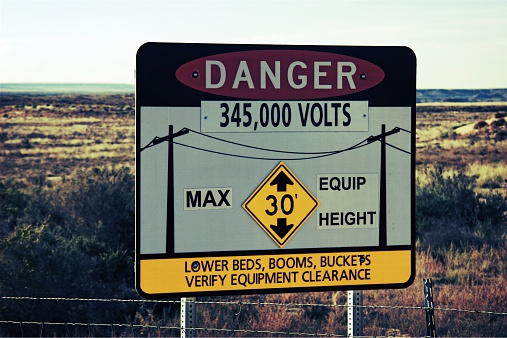 600401714 istock photo Real Danger in the Desert Sign 533937087