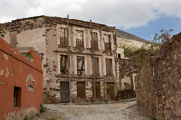 Real de Catorce streetscape with anbandoned hotel Real de Catorce streetscape with abandoned hotel building real de catorce stock pictures, royalty-free photos & images