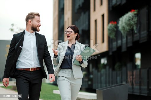 istock Real estate agent and businessman customer 1058166676