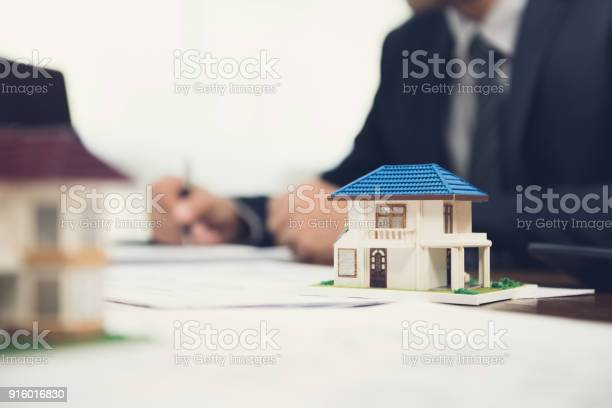 Real estate agent signing document with house model on the table picture id916016830?b=1&k=6&m=916016830&s=612x612&h=zupk5 sp9xj6k7ii5gyiajg2v94wdunevefsf7e3gac=