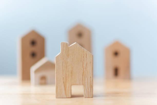 Immobilien-Entwickler und Geschäftsführer Eigenschaft Anlagekonzept. Selektiven Fokus Holzhäuser auf Tisch – Foto