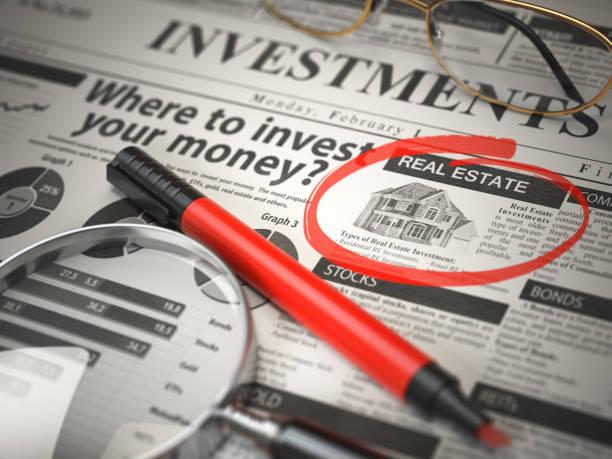 不動産は投資する最善のオプションです。ルーペとマーカーの概念、investmets 新聞の投資先は。 - クラシファイド広告 ストックフォトと画像