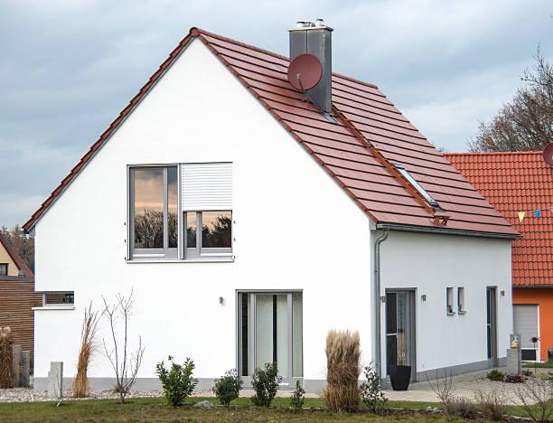 Immobilien isoliert zu Hause mit Garten – Foto