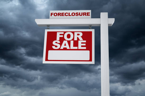 usa real estate sign foreclosure market crash - mphillips007 stock pictures, royalty-free photos & images