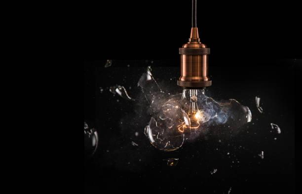 Véritable explosion de l'ampoule électrique vintage. - Photo