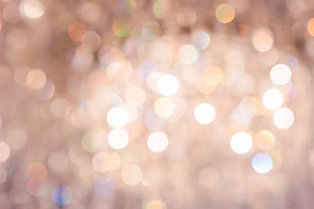 real złoty bokeh z kryształowe żyrandole - sala balowa zdjęcia i obrazy z banku zdjęć