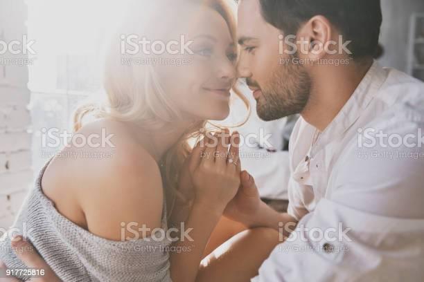 Echte Liefde Stockfoto en meer beelden van Aanhankelijk