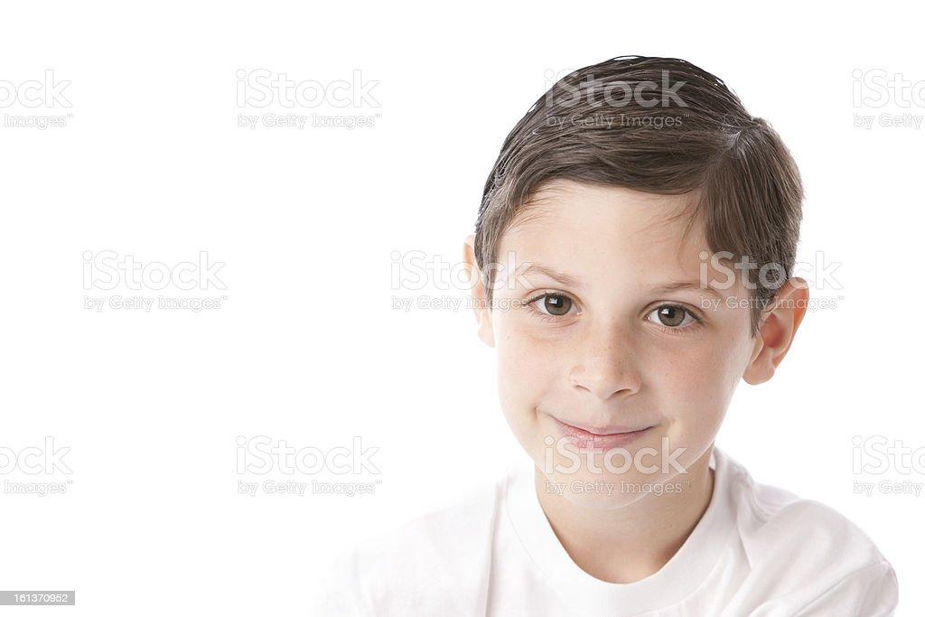 Persone vere  Ritratto di un sorridente caucasico ragazzino Capelli castani  testa dovrebbe foto stock royalty 17d528b5e218