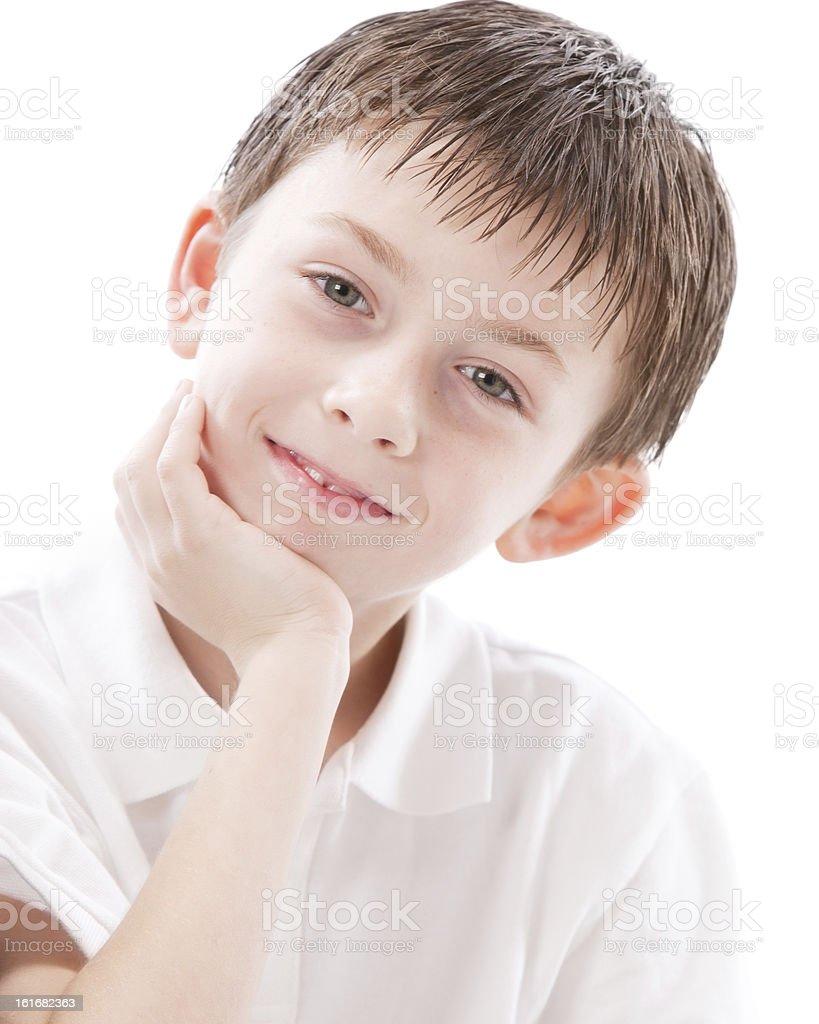 Persone vere  Ritratto di un sorridente caucasico ragazzino Capelli castani  foto stock royalty-free 7bbac9b2ccc7
