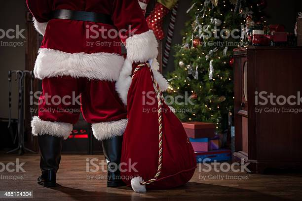 Real santa with bag of gifts picture id485124304?b=1&k=6&m=485124304&s=612x612&h=1bo qbsfgs yqnpp2ig4cjayb05mmzzwjhvikddzqlk=