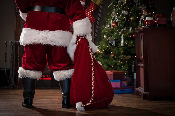 real santa mit tasche von geschenken - santa stock-fotos und bilder