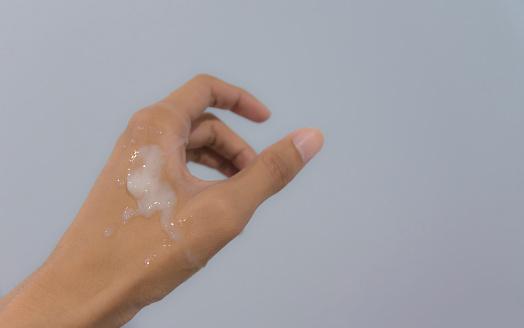 Echte Sperma Auf Die Hand Des Menschen Stockfoto und mehr