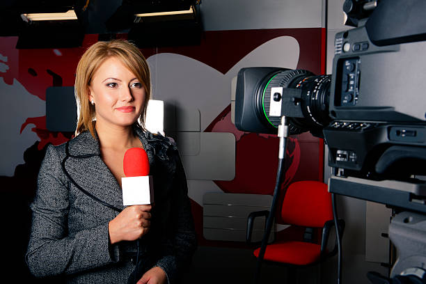 Real tv news reporter in front of the video camera  anchor stock pictures, royalty-free photos & images
