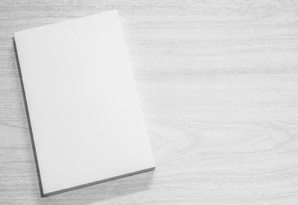 real livro branco sobre a mesa - brochura - fotografias e filmes do acervo
