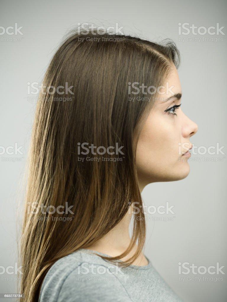 Echte junge Frau Profil Studioportrait – Foto