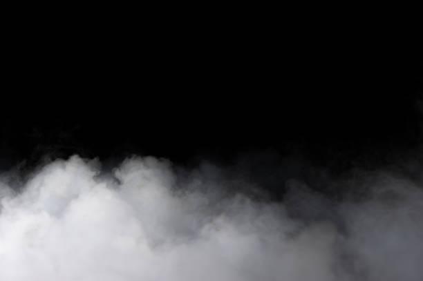 realistische droogijs rookwolken mist - mist stockfoto's en -beelden