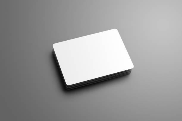 realistische nachbildung von einem haufen von leeren (geschenk) bankkarten isoliert auf einem grauen hintergrund. - gutschein ausdrucken stock-fotos und bilder