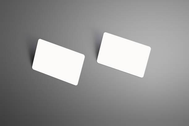 realistische nachbildung zweier eine bank geschenkkarten mit schatten auf eine studio-hintergrund isoliert. - gutschein ausdrucken stock-fotos und bilder