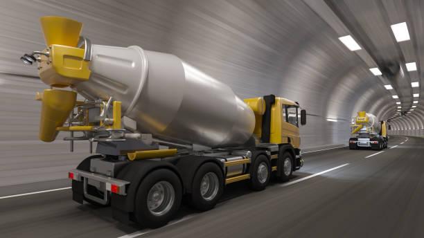 Rück-und Seitenansicht von Zementmischern in einem Tunnel – Foto