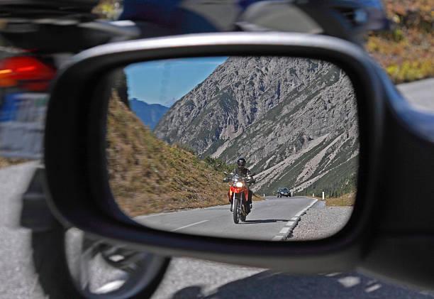 rückspiegel - autos und motorräder stock-fotos und bilder