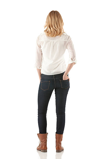 vista posterior de una mujer de pie - chica rubia espaldas fotografías e imágenes de stock