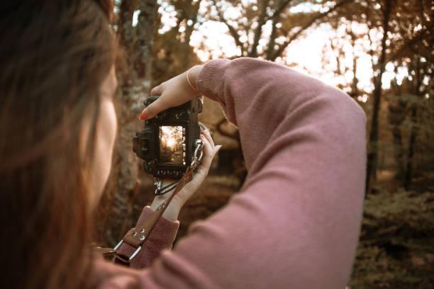 Rear view of a woman taking a picture with a dslr camera picture id1271296891?b=1&k=6&m=1271296891&s=612x612&w=0&h=21lbkmohjfwwj3lwhhgfbqcm3pusvas5 h89obynozw=