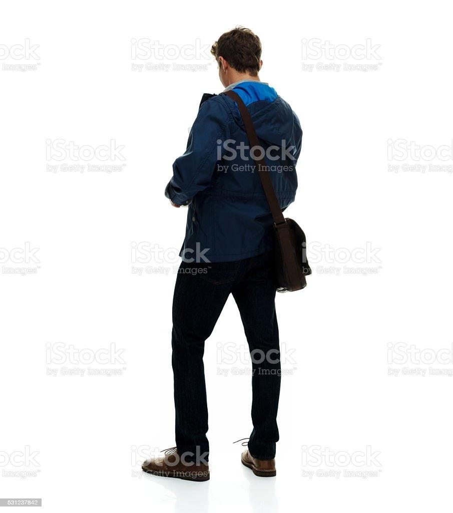 Vista traseira do Homem casual em pé - foto de acervo