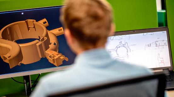 Rear View Of Engineer Using A Computer - Fotografie stock e altre immagini di Adulto