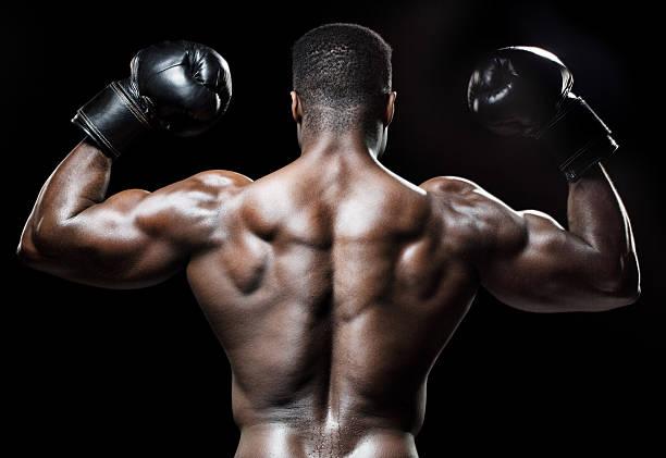 Vista posterior de muscular macho negro - foto de stock