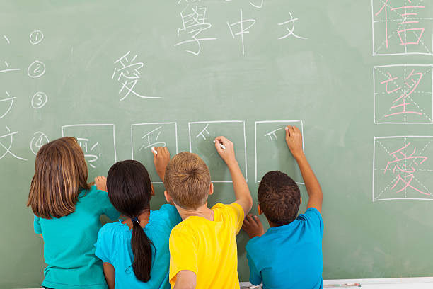 rear view of students learning chinese writing on chalkboard - chinese writing 個照片及圖片檔