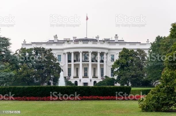 Rear view of the white house at washington dc usa picture id1127541526?b=1&k=6&m=1127541526&s=612x612&h=tls6spb ygoqk7fgbk m43fgmiqtw2zvxt8dzj9pala=