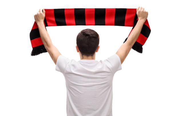 Vue arrière coup de fan de football teenage tenant écharpe - Photo