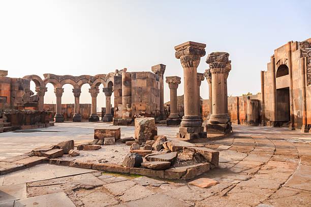 Wiederaufbauen Abschnitt der Ruinen von Zvartnots-Kathedrale – Foto