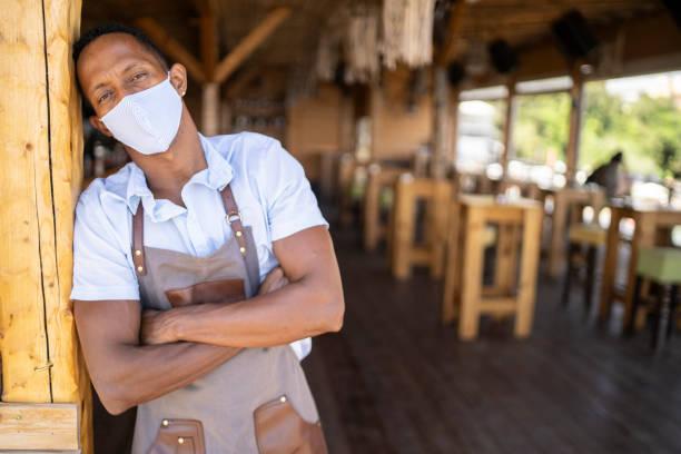 recession concept due to covid-19 pandemic - chef triste foto e immagini stock
