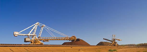 Reclaimer eine Stacker auf Pilbara Mine Site – Foto