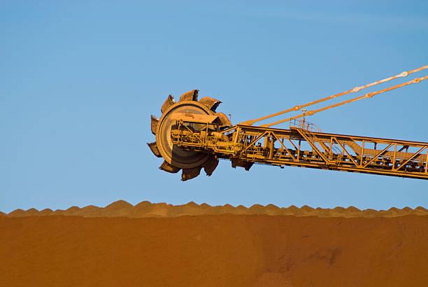 Reclaimer auf Eisenerz Mine Site – Foto