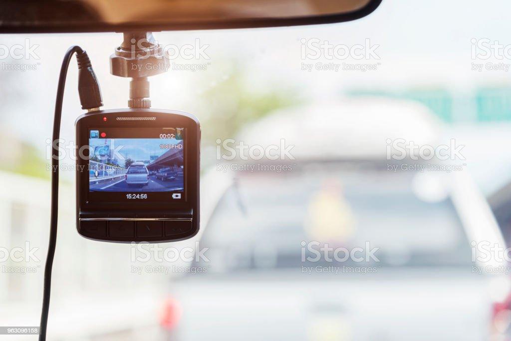 Grabadora de cámara frente a coche de seguridad en la carretera. - Foto de stock de Accidente de automóvil libre de derechos