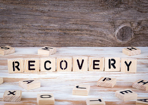 recovery from wooden letters - comportement addictif photos et images de collection