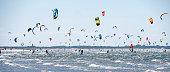 Windsurfen, kitesurfen en Strandzeilen op het strand van deBrouwersdam in Zeeland