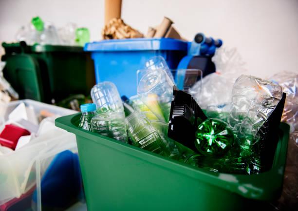 recyclable trash with plastic glass bottles and papers - écologiste rôle social photos et images de collection