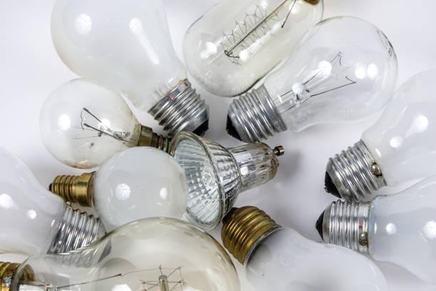 recycling von glühbirnen - glühbirne e27 stock-fotos und bilder