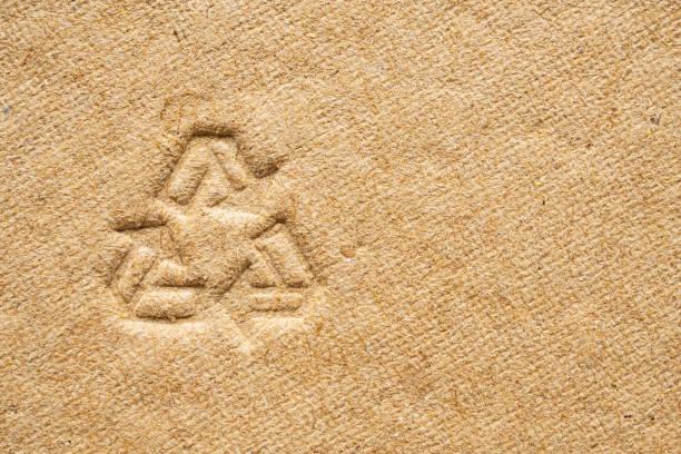 Recycling-Zeichen auf braunen Karton Papier Textur Hintergrund – Foto