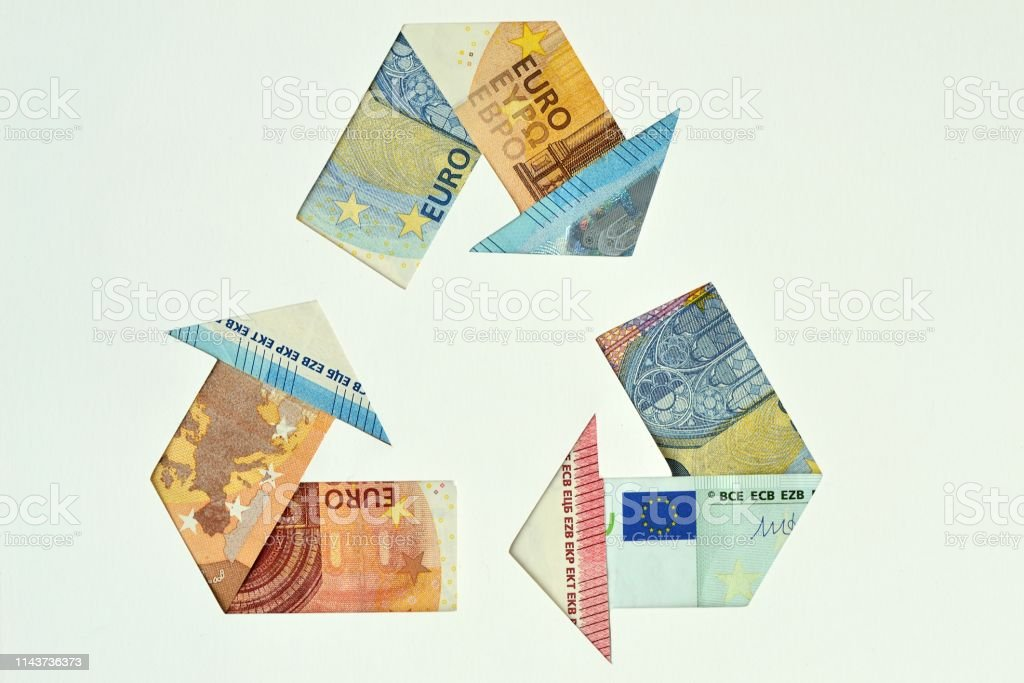 Recycle symbol made with euro banknotes - Ecology and recycling...