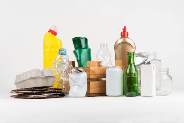 recycling-gruppe von paketen - aluminiumkiste stock-fotos und bilder