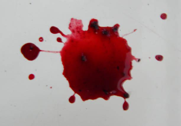 abstrakten roten fleck auf dem weißen hintergrund. - weinsoße stock-fotos und bilder