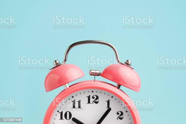 Red alarm clock on blue background picture id1072637448?b=1&k=6&m=1072637448&s=612x612&h=515buwxqw1cnvlwq0kjs9hzgloa34 j3ibk8ncmc9gs=