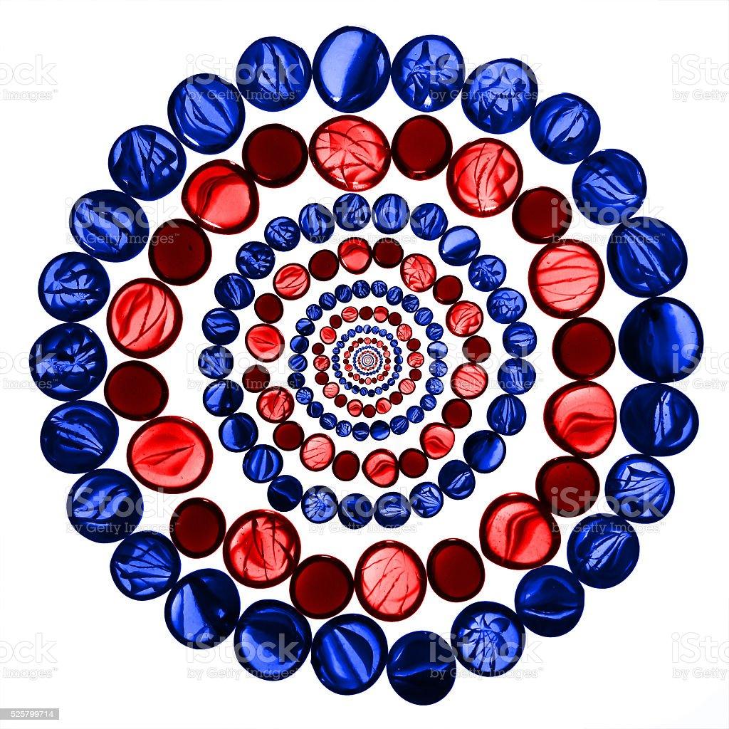 Rojo y azul transparente mármoles de vidrio aislado sobre blanco - foto de stock