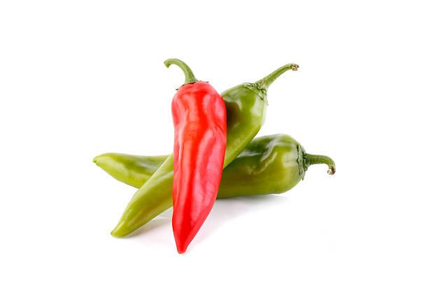 rote und grüne chili/küche - kuqa stock-fotos und bilder