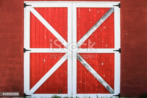 istock Red And White Barn Door 543053356